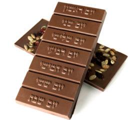 hebrew-break-away-bars_milk-nuts01